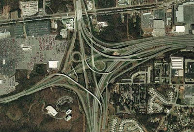 Z perspektywy kierowcy nie wygląda to tak strasznie. Zjazd z międzystanowej 85 na lotnisko w Atlancie.